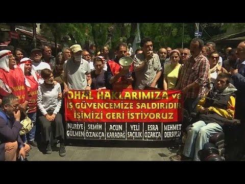 Σύμβολα αγώνα δύο απεργοί πείνας στην Τουρκία