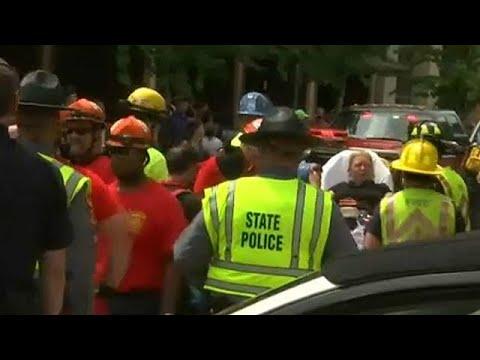 Αυτοκίνητο έπεσε σε διαδηλωτές στο Σάρλοτσβιλ της Βιρτζίνια