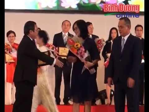 Giám Đốc Công ty Tống Gia vinh dự nhận bằng khen của Chủ tịch UBND Tỉnh Bình Dương