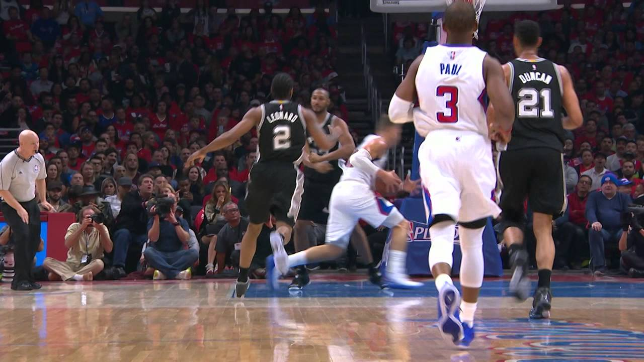 Blake Griffin Blows By Boris Diaw for the Smash