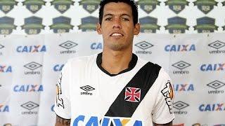 """Julio Dos Santos retornó al fútbol brasileño y la camiseta de Vasco será la tercera que vestirá en el """"Brasileirao"""", teniendo en..."""