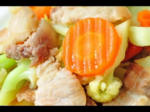 [Thai Food] Mixed Fried Vegetables with Streaky Pork (Phad Pak Ruam Mu Sam Chan)