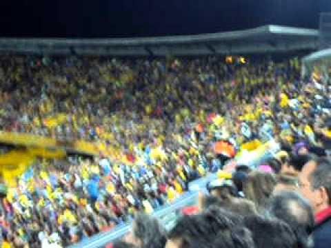 Olas en el estadio Nemesio Camacho