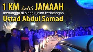 Video 1 KM Lebih Jamaah menunggu Ustad Abdul Somad  di pinggir Jalan MP3, 3GP, MP4, WEBM, AVI, FLV Juli 2019