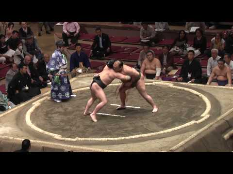 Grand Sumo Tournament - Sumo bout & wardrobe malfunction at Ryogoku Kokugikan