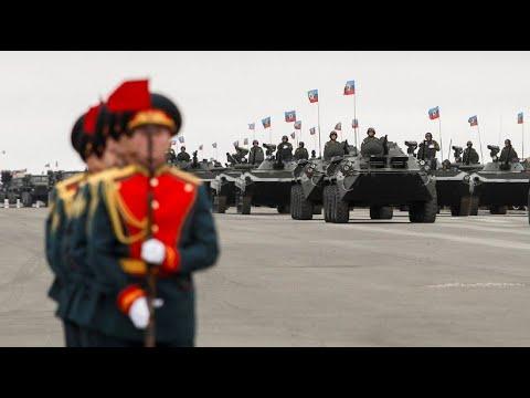 Ukraine: Militärparade in Luhansk (Ostukraine) und Pr ...