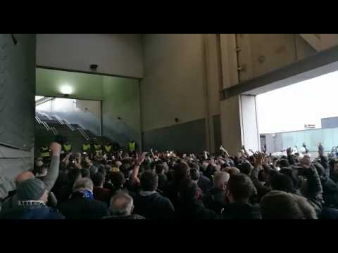 Porto-Juventus: i cori dei tifosi juventini all'ingresso dello stadio