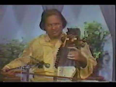 Raga Barwa (1 of 2) - Pandit Ram Narayan (sarangi)