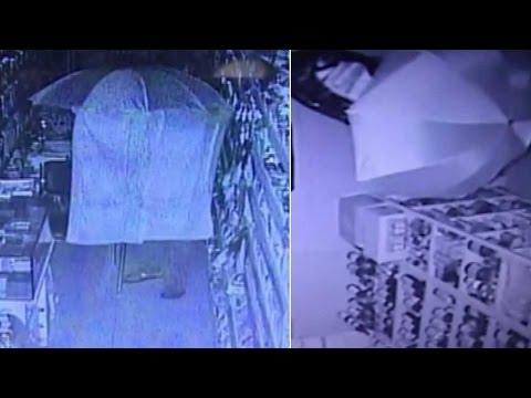 CCTV කැමරාවට හොරා නොපෙනී යන අලුත් ක්රමය මෙන්න