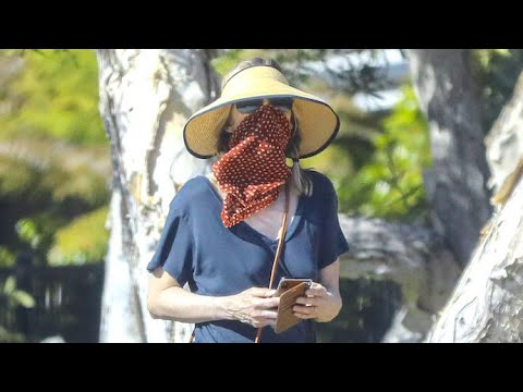 Michelle Pfeiffer Has The Perfect Disguise For The Cameras On Mother's Day
