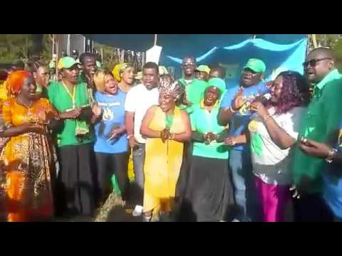 12-10-2015 Prof Anna Tibaijuka akisherekea siku yake ya kuzaliwa pamoja na wasanii wa Bongo Movie jimboni Muleba Kusini