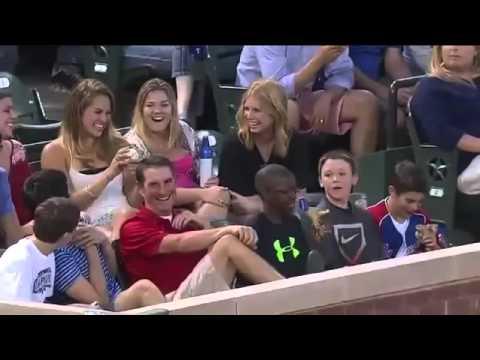baseball boy give ball to sexy woman ; jeune garçon donne une balle de baseball a une fille sexy
