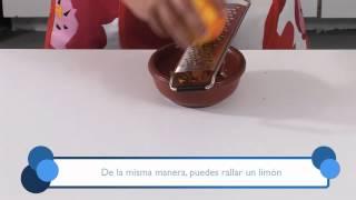 Cómo preparar ralladura de naranja. Part of the series: Todo Dulce. Aprende la forma más simple y rápida de preparar ralladura de naranja en este video gratuito. Read more: http://www.ehowenespanol.com/preparar-ralladura-naranja-video_462655/
