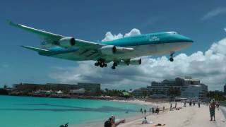 Maho beach St. Maarten. KLM Boeing 747. U must see this crystal clear video and maybe go there on vacation :-) It´s an gorgeous...