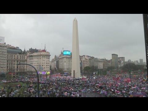 """""""Ni una menos"""" movilizó a más de 150 ciudades en el mundo"""