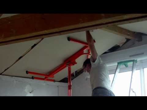 Montage von Gipskarton-Decke unter Dachschrägen mit paneelheber plattenheber montagehilfe