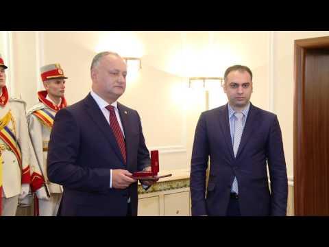 Președintele Republicii Moldova a înmînat distincții de stat unui grup de medici