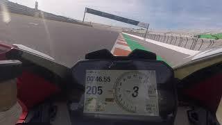 Ducati Panigale V4, giro in pista con Alessandro Valia a Valencia