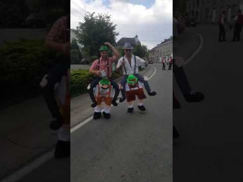 Carnaval forrieres (déguisement tyrelien qui porte) Ambiance les kings des fenesses