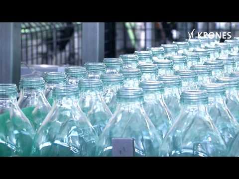Olivenöl in Flaschen und Kanistern