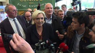Video Déplacement houleux en Bretagne pour Marine Le Pen MP3, 3GP, MP4, WEBM, AVI, FLV Agustus 2017