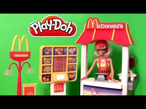 BARBIE WORKS AT the MCDONALDS DRIVE THRU DIY Play Doh McDonalds Costume & Apron