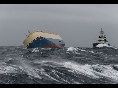 A cargo ship, which has been drifting for several days off the French coast, could hit the shores if a new salvage attempt fails, a maritime official says.