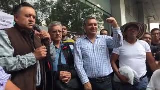 Martín Esparza Flores a las afueras de la Secretaría de Energía.Hacer Valer los Acuerdos Firmados con el SME.