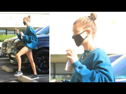 Hailey Baldwin Showcases Her Supermodel Stems At The Juice Bar With Her Gal Pals