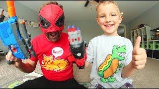 Video FATHER SON SUPER HERO NERF WAR! / Spiderman Homecoming! MP3, 3GP, MP4, WEBM, AVI, FLV Juni 2017