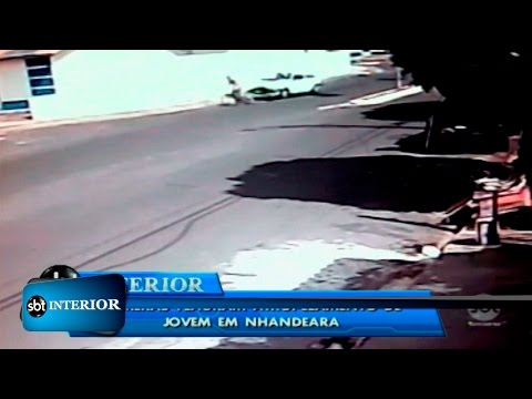 Câmera flagra atropelamento de adolescente em Nhandeara