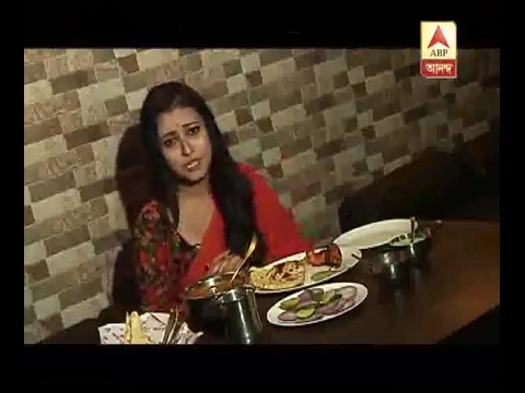 Jaba From The Serial 'Ke Apon Ke Por' Is Tasting New Recipe In Restaurant: Watch