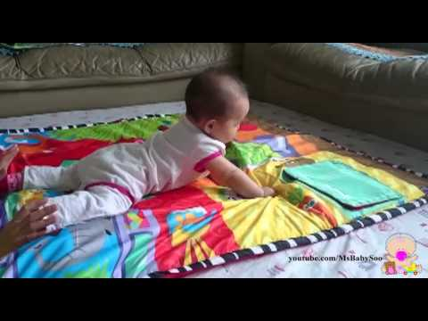 Helping baby learns how to crawl