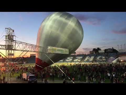 Wideo1: Pokaz balonów na leszczyńskim stadionie