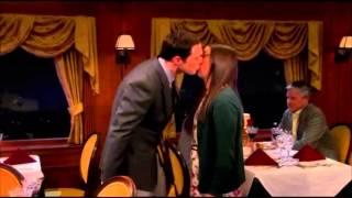 Subtitulado : The Big Bang Theory: Sheldon besa a Amy en San Valentín :