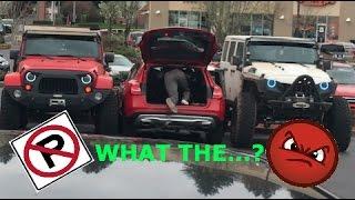 Kierowcy Jeepów dają kierowcy Mercedesa lekcję jak nie należy parkować pod marketem!