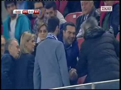 Ο Αλέξης Τσίπρας στον αγώνα της Εθνικής με τη Βοσνία