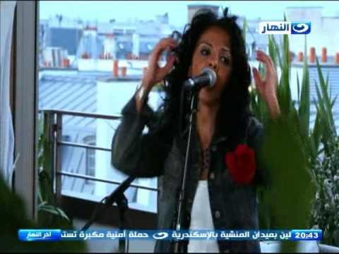 """دنيا مسعود تغني """"بتناديني تاني ليه"""" أمام محمود سعد من باريس"""