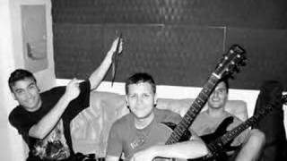 Vídeo da banda Infames gravando em estúdio a sua nova música... 'Amanhã, depois, talvez'.Formação:Beto: Guitarra e vocalKleber: GuitarraFernando: Baixo e animação de platéiaLui: BateriaNihad: Empresário e fã número 1Contato: 48 88056748banda.infames@hotmail.com