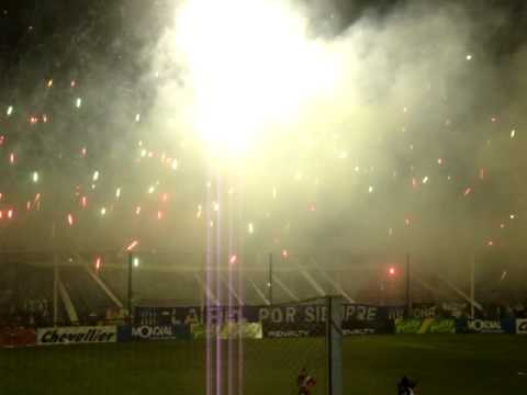Video - TALLERES VS MAIPU-BOUTIQUE 2011- BENGALAS IMPRESIONANTE!!!!! - La Fiel - Talleres - Argentina