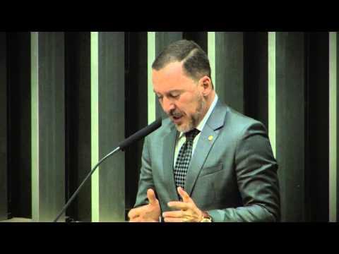 Após duro discurso em Plenário, Vinicius Carvalho comemora derrota do Distritão