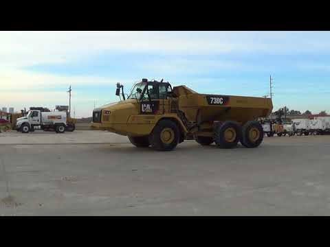 CATERPILLAR TOMBEREAUX ARTICULÉS 730C equipment video SLQKvAk5Itw