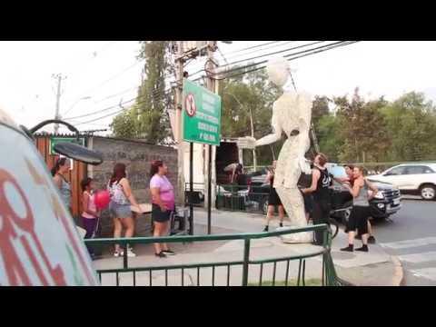 """Dundu, Luz de vida"""" cautivó a niños y adultos en su paso por Huechuraba en Santiago a Mil 2017. Te invitamos a ver y compartir el video."""