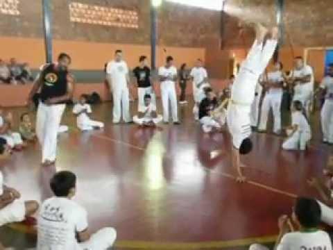 Ac Ganga Zumba Capoeira no Batizado em Aparecida de Minas mestre Mascote.AVI