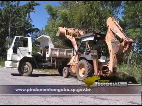 Programa da prefeitura de Pinda retira entulhos dos bairros.