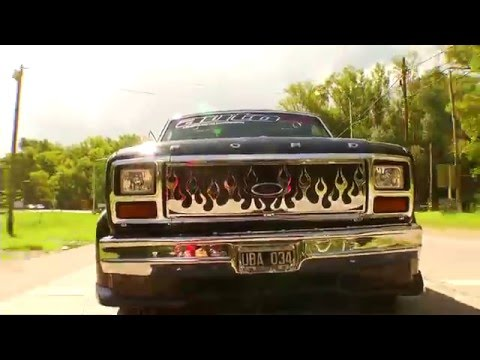 Terrible Ford F100 Tuning con 26 parlantes
