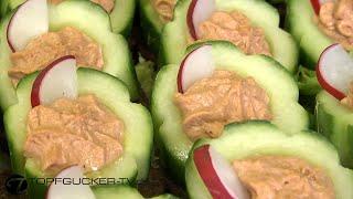 Gefüllte Gurke auf Pumpernickel | Fingerfood
