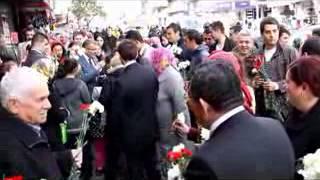 Zeytinburnu Belediyesi ve Ak Parti Karanfil Dağıttı