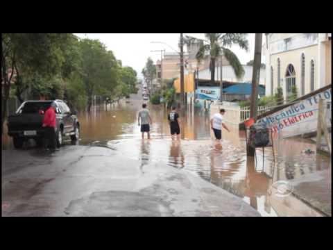 Vídeo Apesar da trégua da chuva, o nível do Rio Taquari deve chegar a 24 metros