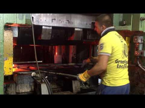 Nel forno che crea stampi d'acciaio